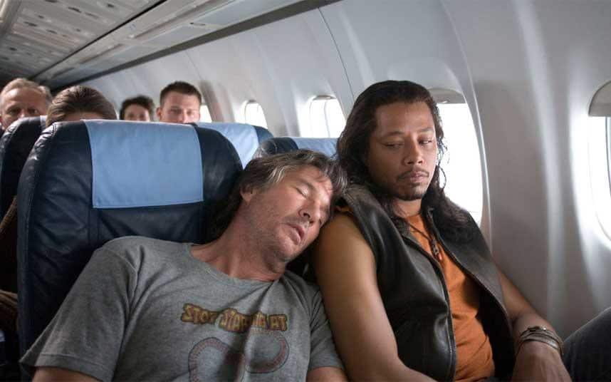 Đừng ngủ vào thời điểm quan trọng khi máy bay cất và hạ cánh
